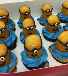 yellow minion cupcakes by Alyssa's Cakery